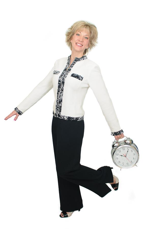 Laura Stack White-Black 34 standing swinging clock